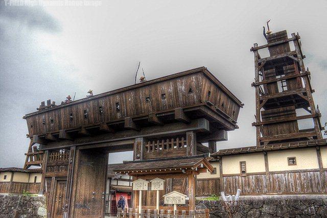 ちょんまげワールド城門