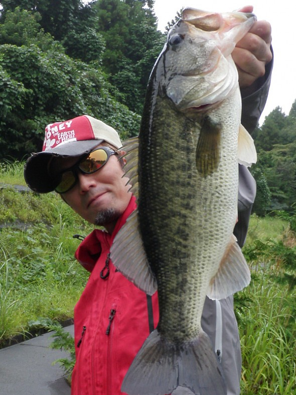 野池46cmを釣って、おっさんのドヤ顔