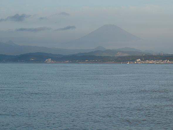 海の上からの富士山