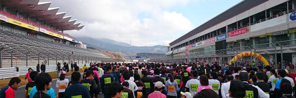 富士スピードウェイでマラソンからの8人制サッカー